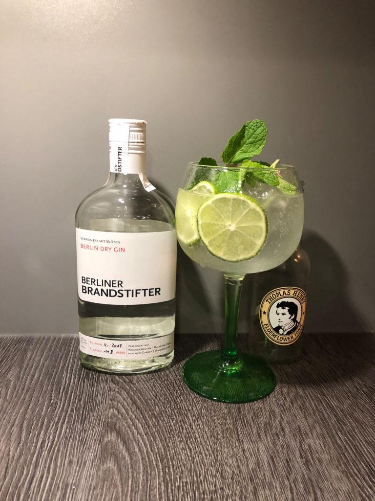 Elderflower Gin Tonic mit Berliner Brandstifter und Thomas Henry Elderflower Tonic by Ginfektion