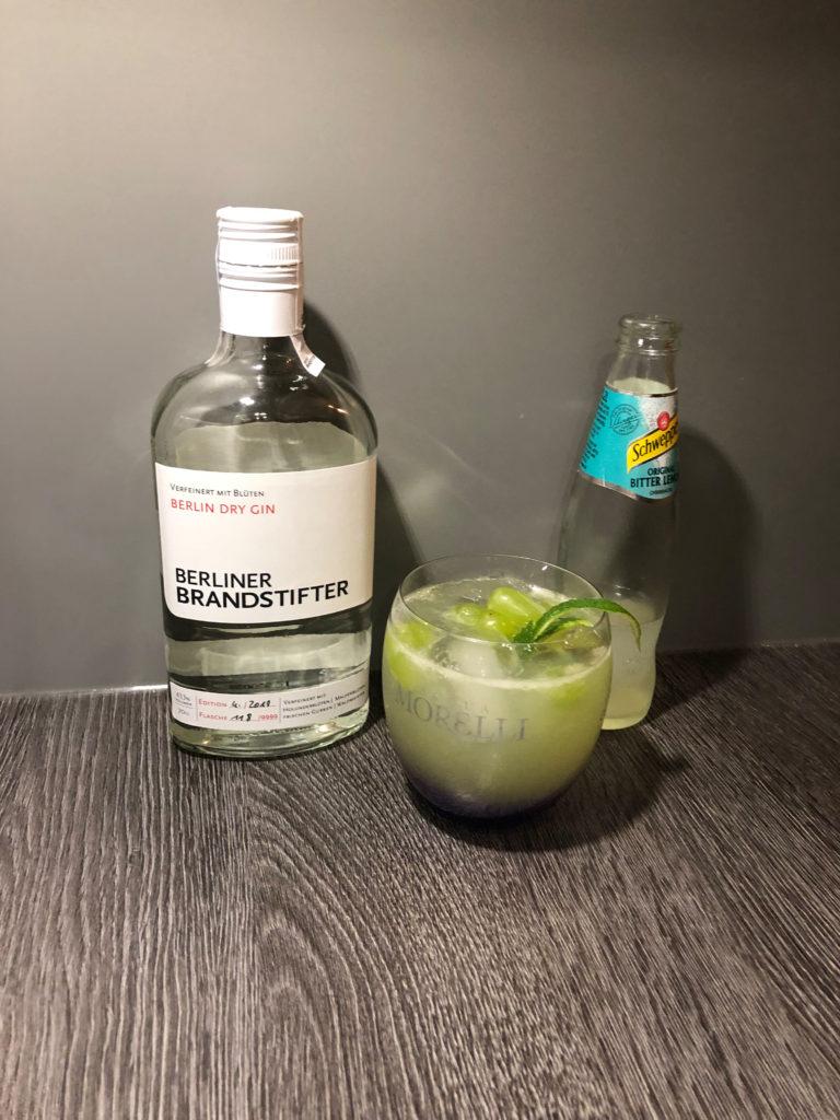 Berliner Brandstifter Gin mit Schweppes Bitterlemon in fruchtigem Cocktail für jedes Wetter