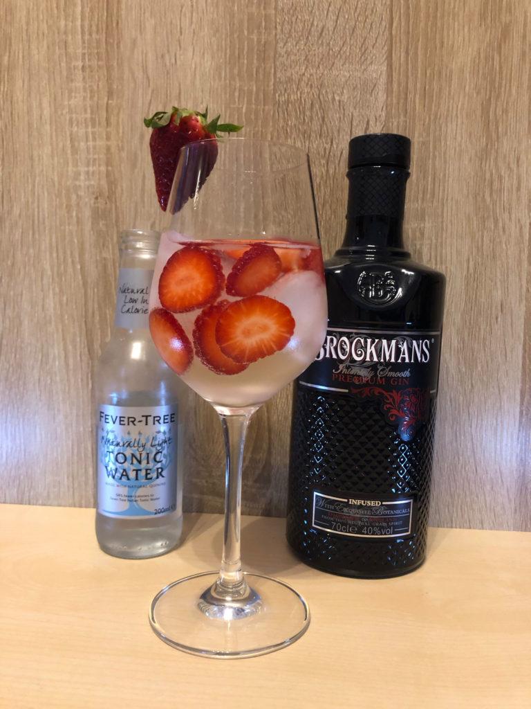 fruchtig leichter sommer Gintonic mit Brockens Gin und Fever Tree light Tonic Water