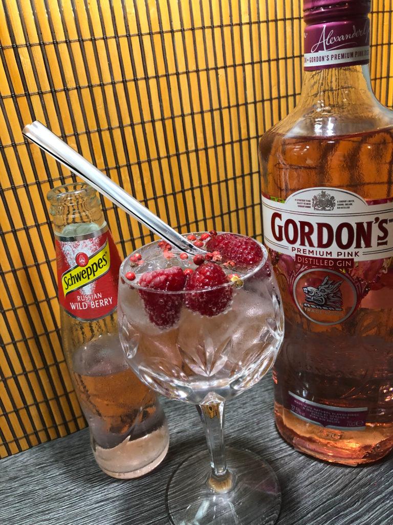 Longdrink mit Gordons Premium Pink Gin und Schweppes Russian Wild Berry, Cocktailrezepte Ginfektion