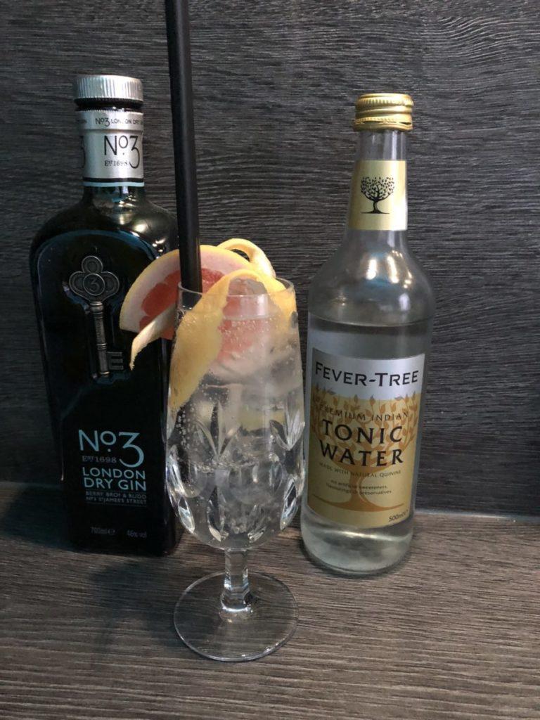hochwertiger und klassischer Gin Tonic mit No. 3 London dry Gin Ginfektion