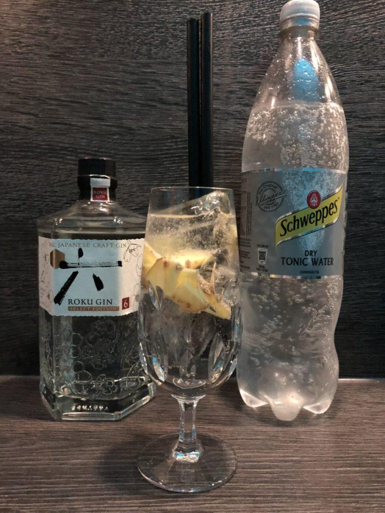 exotischer Klassiker mit dem Roku Gin und dem Schweppes dry Tonic Water in einem Gintonic by Ginfection
